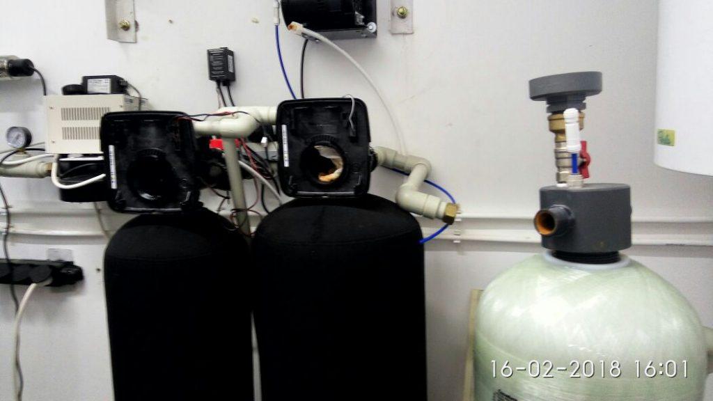 Клапаны управления системы водоочистки в разобранном виде